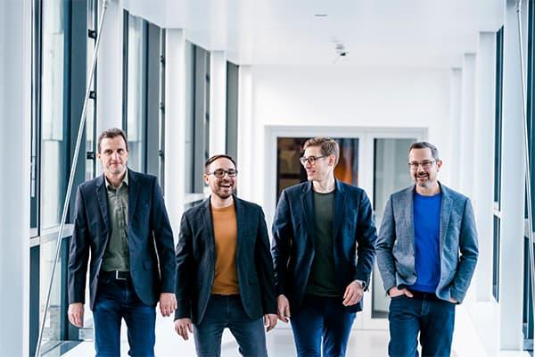 Gruppenfoto von den vier Teammitgliedern Stephan Scherle, Dr. Matthias Stier, Johann Barlach und Steffen Görner